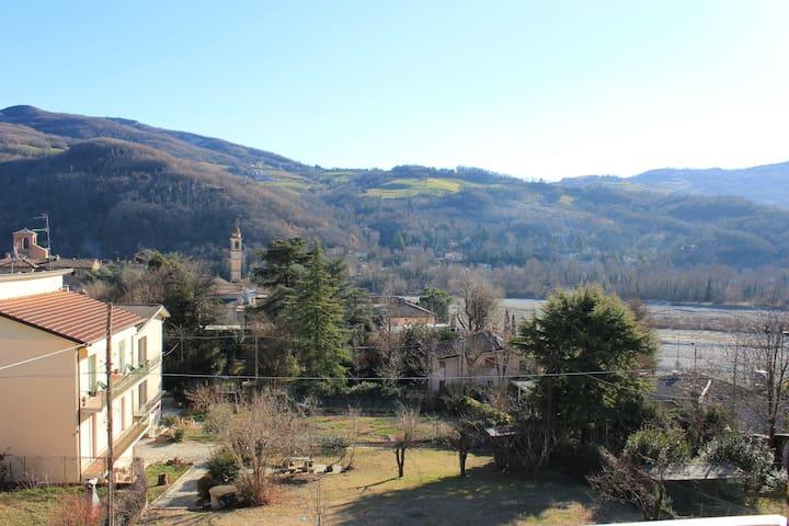 Comodo e tranquillo appartamento vista Valtrebbia - Travo - Appartement