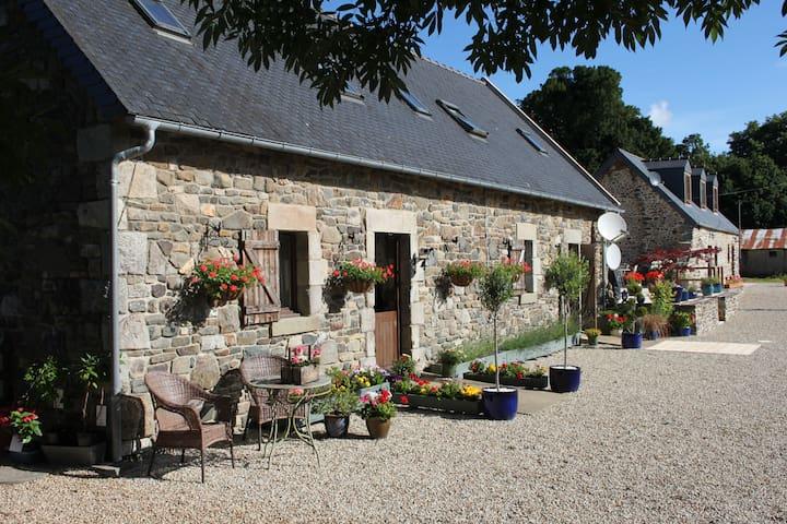 Brittany Farmhouse Accommodation - Carnoët - Rumah