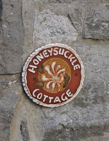 Honeysuckle Cottage, Lovely self catering cottage - Cheddar