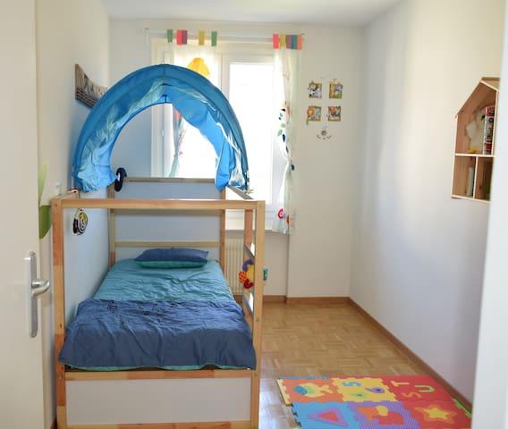 Nice Private Room near Lausanne (Crissier) - Crissier - Appartement
