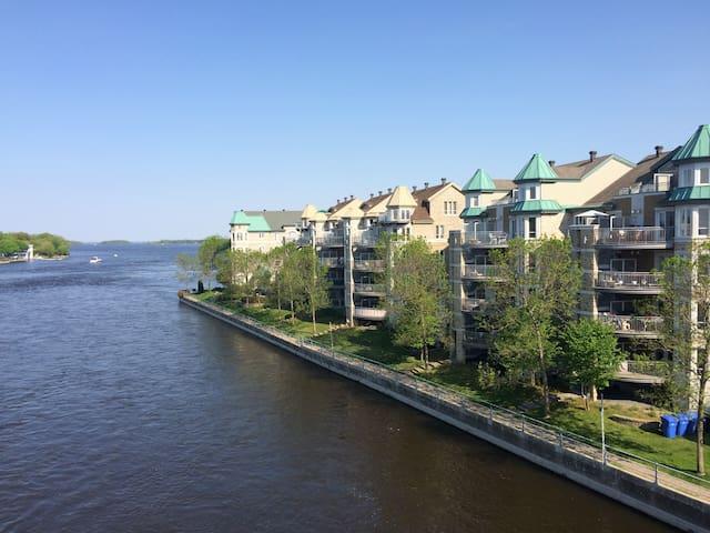 Condo with Water View / Condo avec Vue sur l'Eau - L'Île-Perrot - Condo