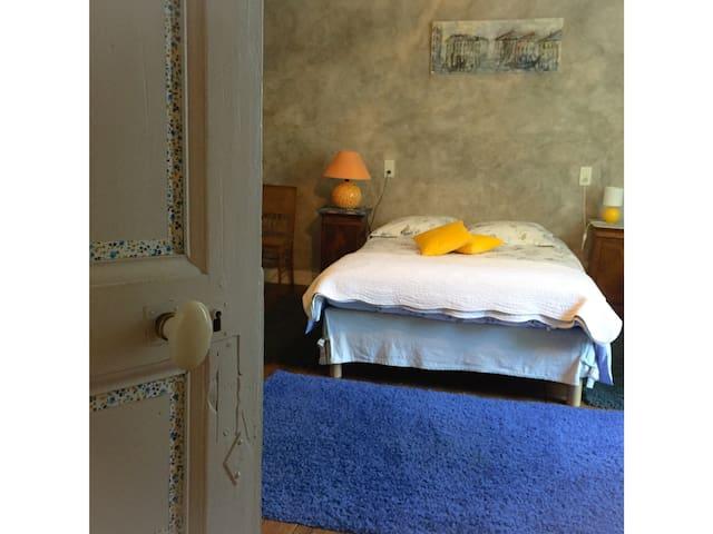 Domaine de Puytirel , Catalpa - Champagne-et-Fontaine - Bed & Breakfast