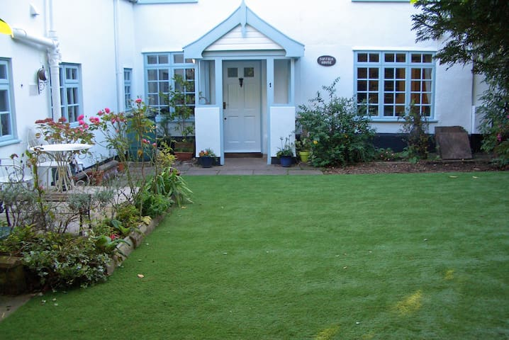Internal annexe of Suffolk House; self-contained. - Harleston - Huis