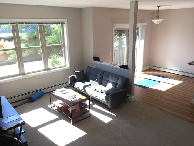 Bright and spacious home with 2 bed/2 bath! - Essex - Apartemen