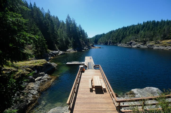 Bold Point Boathouse, Quadra Island, BC - Heriot Bay - Stuga