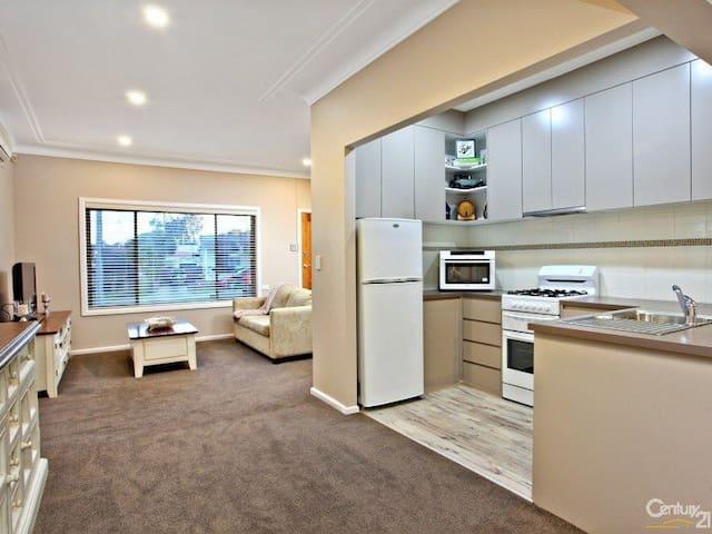 3 bedroom comfortable home - Blacktown - Rumah