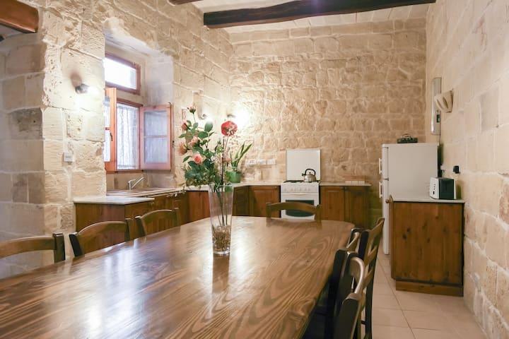 Casa Rustika 4 bedroom near M'Xlokk - Zejtun - Huis