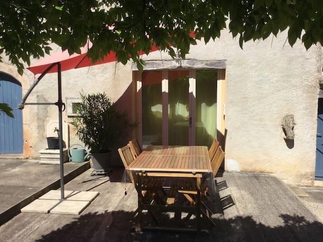 la maison bleue appartement 4 pers - Limogne-en-Quercy - Lägenhet