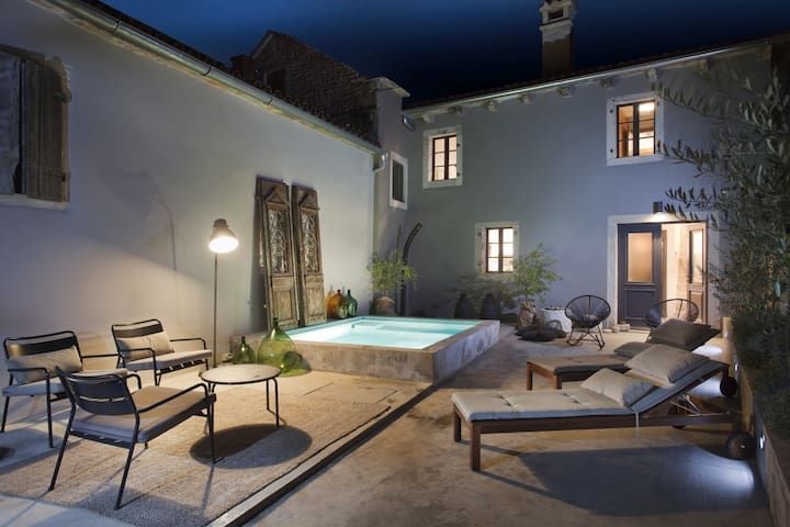 Design House B1 with WhirlPool - Radetići - Rumah