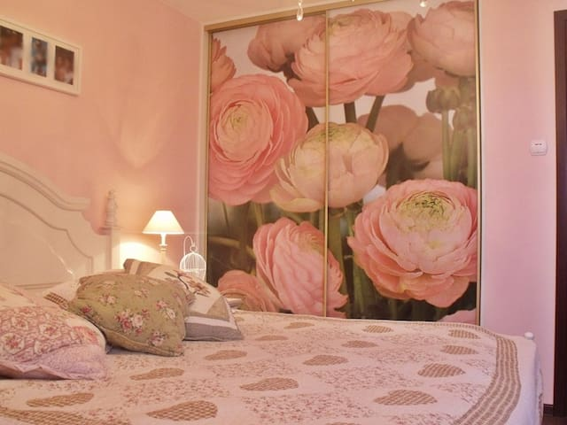 Vintage white medium bedroom - Wyszków