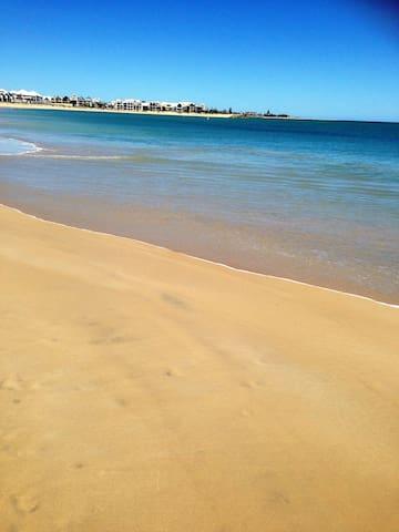 Relax at the Beach and snuggle up - Mandurah - Casa