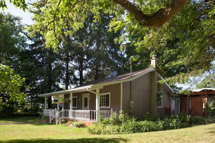 SERENE BUNGALOW RIGHT OUTSIDE OF UXBRIDGE - Port Perry - Bungalow