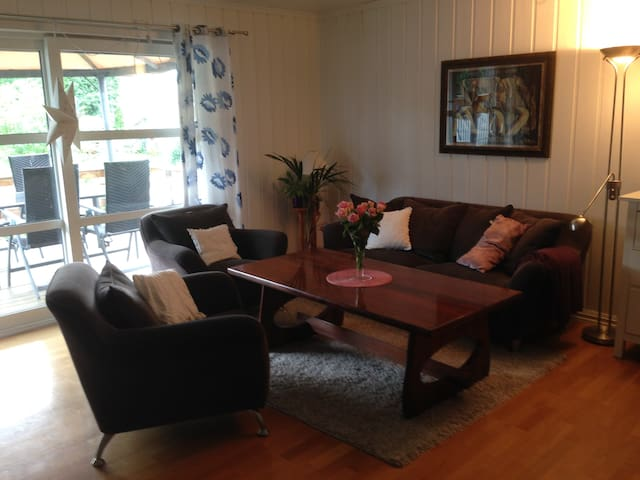 Comfy room with parking included - Ottestad - Huis