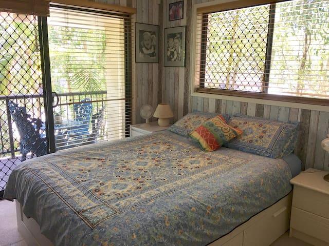 Room with private balcony - Bundall  - Adosado
