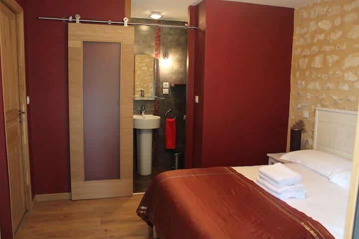 Charming room in Le Périgord Noir - Rouffignac-Saint-Cernin-de-Reilhac - Oda + Kahvaltı