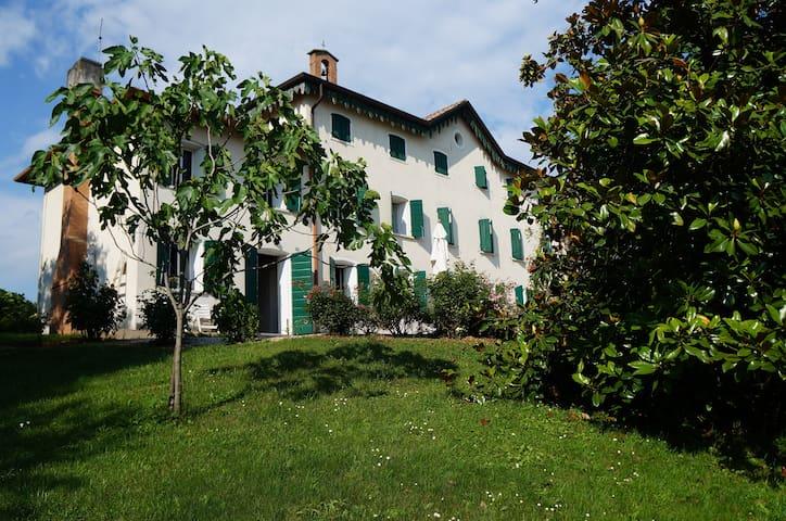 """Villa """"Ballo delle Streghe"""" - Montebelluna  - Villa"""