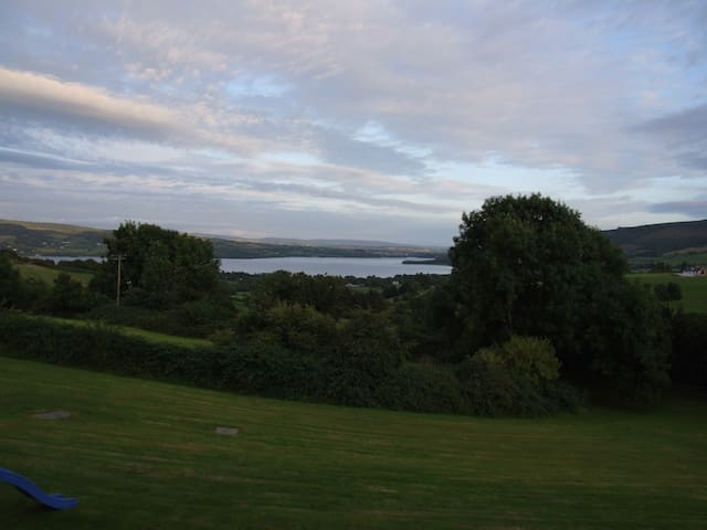 Garden Apartment Stunning Lake View - Killaloe - Huis