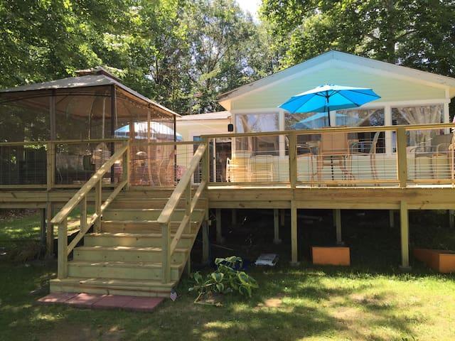 Beautiful Lakeside Cottage Retreat - Bloomingdale - Hus