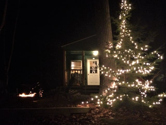 Cozy Cabin on 33 Private Acres White Mountains - Shelburne - Hytte