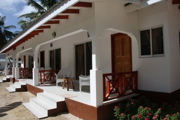 Veuve Reserve Bungalow incl. Breakfast - La Digue