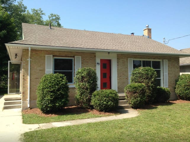 Charming Cottage in the City Center - Waterloo