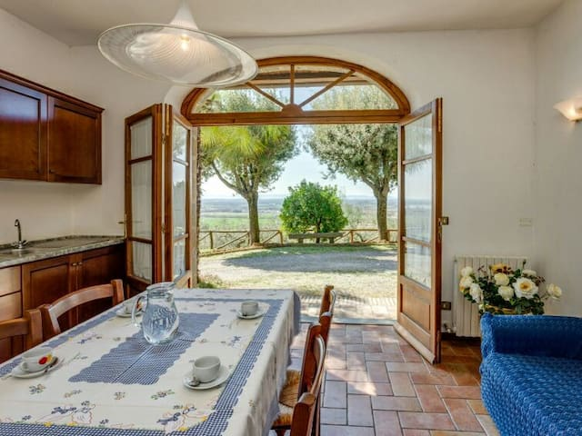 Villa Patrizia: Tuscany farmhouse apt 2 - Terontola Alta - Leilighet