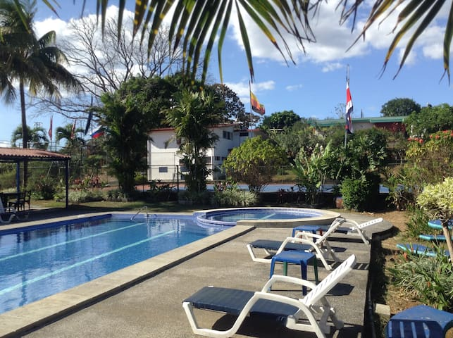 Clean and nice room near SJO Airport - Alajuela