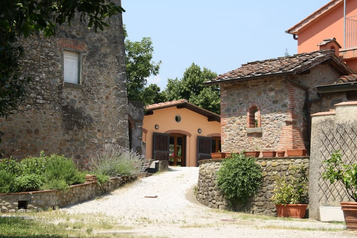 "Country House ""Il Cantastorie"" - Montecatini Terme - Leilighet"