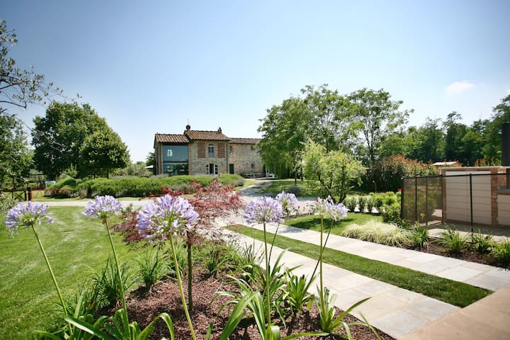 VILLA GOURMET: FOOD, WINE, NATURE & LEISURE! - Orentano - Villa