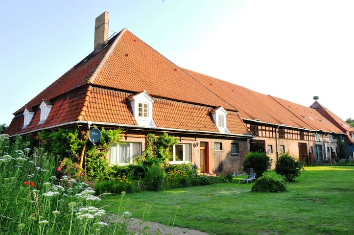 Barn-loft next to a moated-castle_1 - Mellenthin - Daire