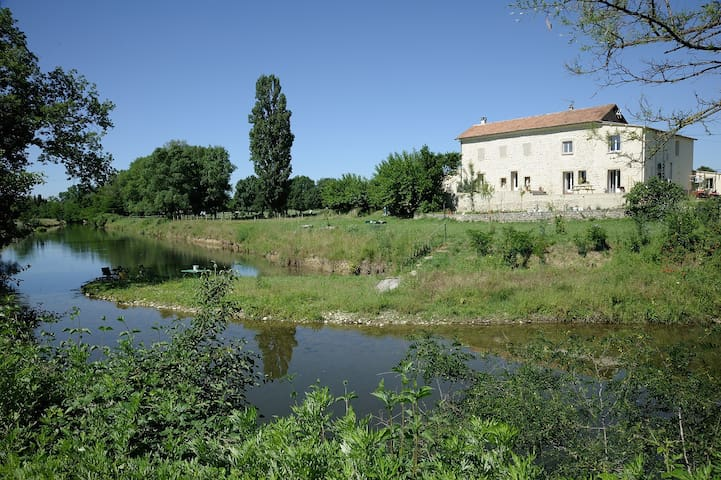 appartement de charme au calme en bord de rivière - Saint-Hilaire-de-Brethmas - Daire