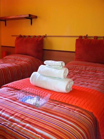 Single Rooms in villa -Airport Orio Al Serio BGY - Grassobbio - Bed & Breakfast