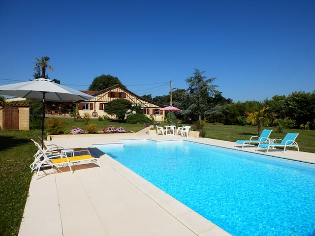 Two bedroom Gite with rural location and pool - Lupiac - Casa