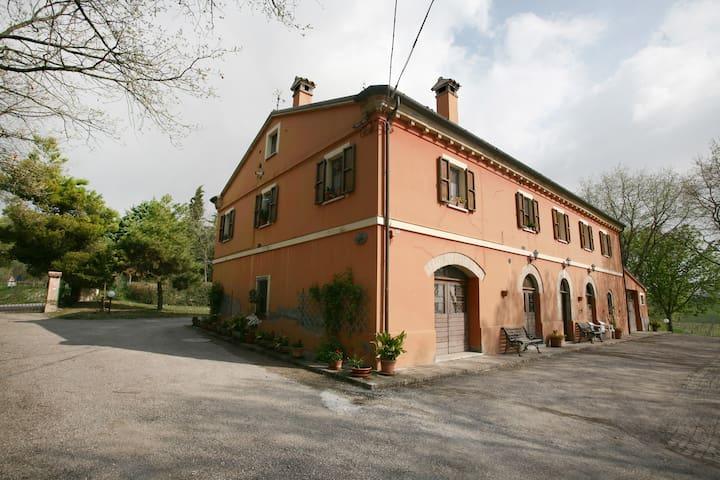 B&B  Casa Vacanza  La Meridiana - Serrungarina