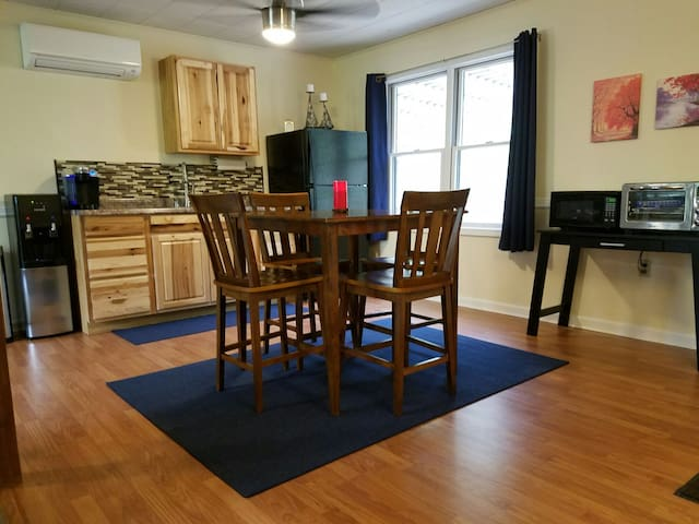 Green Space with Modern Comforts - Prime Location - Shepherdstown - Appartement
