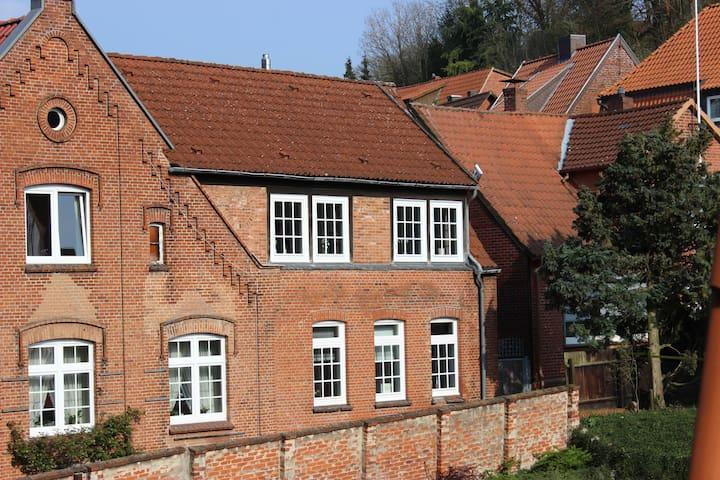 Ruhiges Altstadthaus mit Innenhof - Lauenburg Elbe - Huis