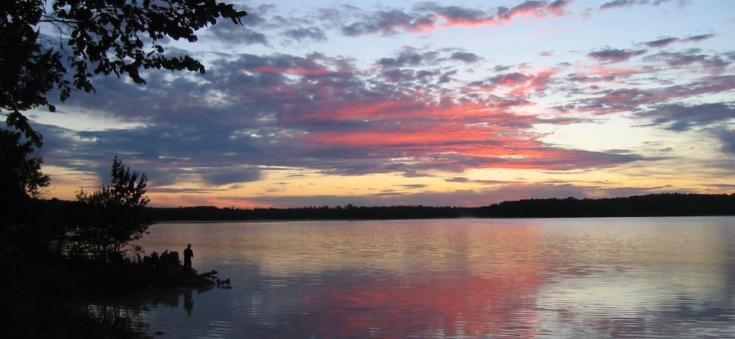 Lakeside Holiday at Lake Eugenia-private apartment - Flesherton