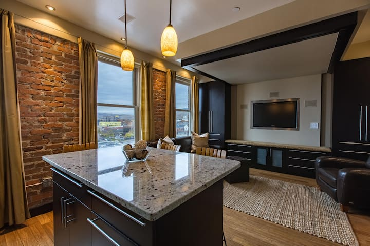 Studio Living In The Iconic Wilma Building - Missoula