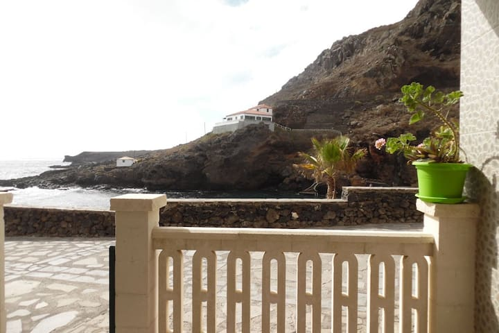 Apartment with terrace in 1st line of natural pool - Tamaduste - Daire