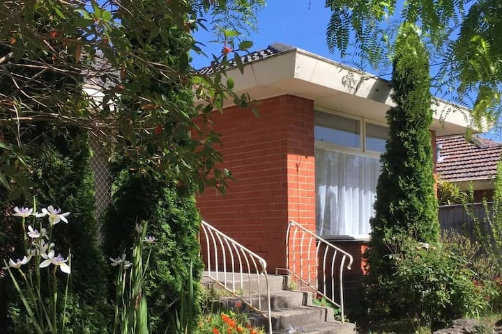 Family Friendly Convenient Residence - Doncaster East - Villa