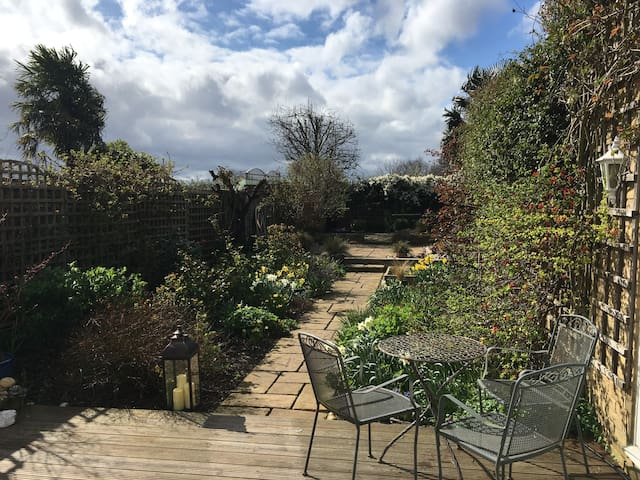 Self-contained Annexe in Lower Sunbury on Thames - Sunbury-on-Thames