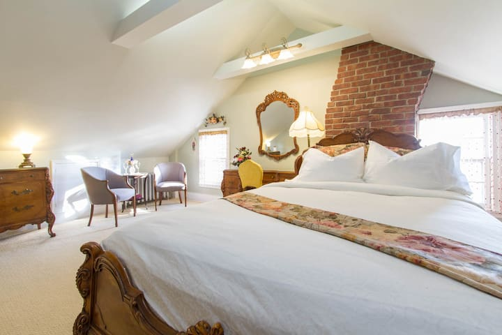 Two-Room Suite - Cold Spring Harbor - Bed & Breakfast