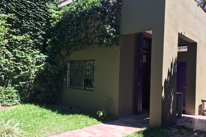 Casa familiar con jardín, terraza y parrilla - Buenos Aires - Huis