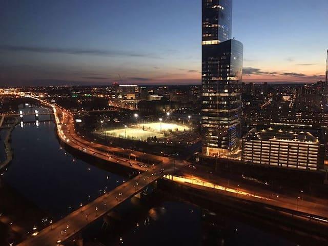 Spacious, Beautiful 2BR Apt Across River - Philadelphia - Daire