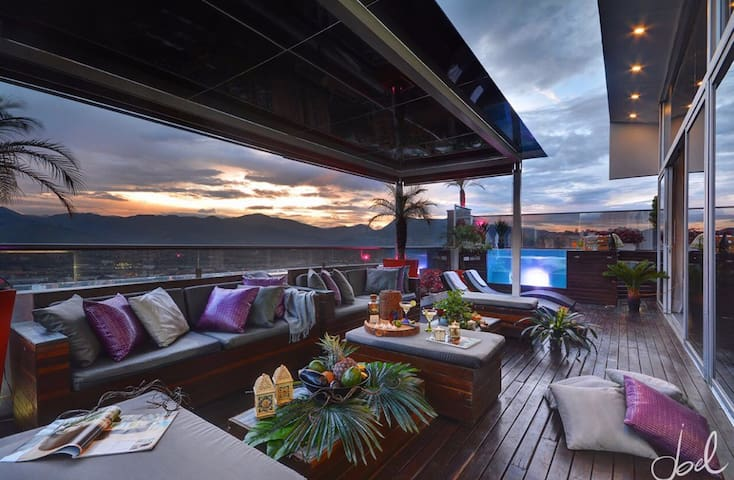 3 FLR 9 BEDROOM BOUTIQUE PENTHOUSE - Medellin  - Appartamento