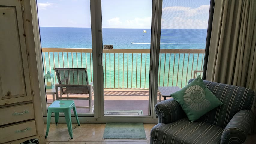 Remodeled Condo, Right On The Beach, Amazing Views - Destin