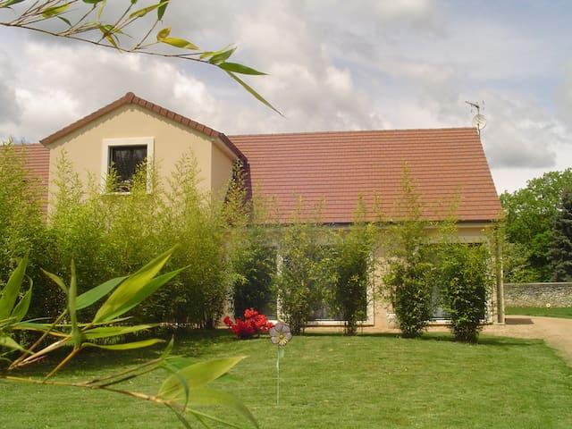 1 jolie chambre dans maison neuve et jardin clos - Ébreuil - Diğer