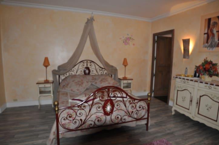Chambres d'hôtes Le Bourdet - Saint-Sauveur-de-Cruzières - Bed & Breakfast