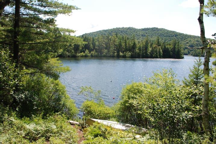 A Lakefront Gem on Adirondack Lake - Vermontville - Huis