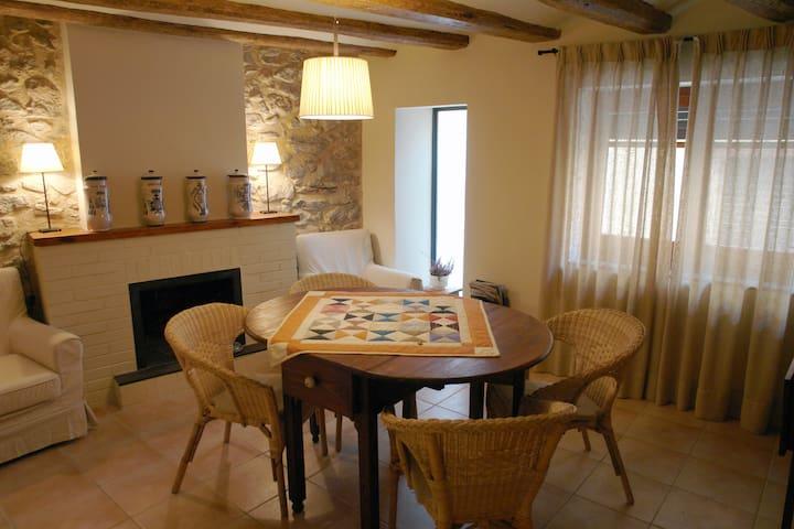 Cal Barcelo casa con encanto entre el mar imontaña - Vandellòs - Huis